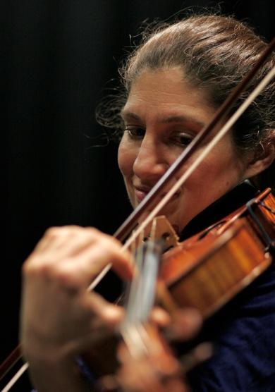Kim Kashkashian plays on the Con Anima CD